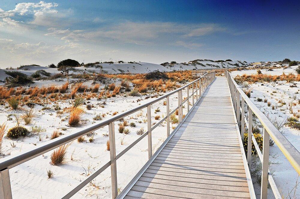 Дощатый тротуар в Национальном памятнике «Белые пески» (Нью-Мексико, США)